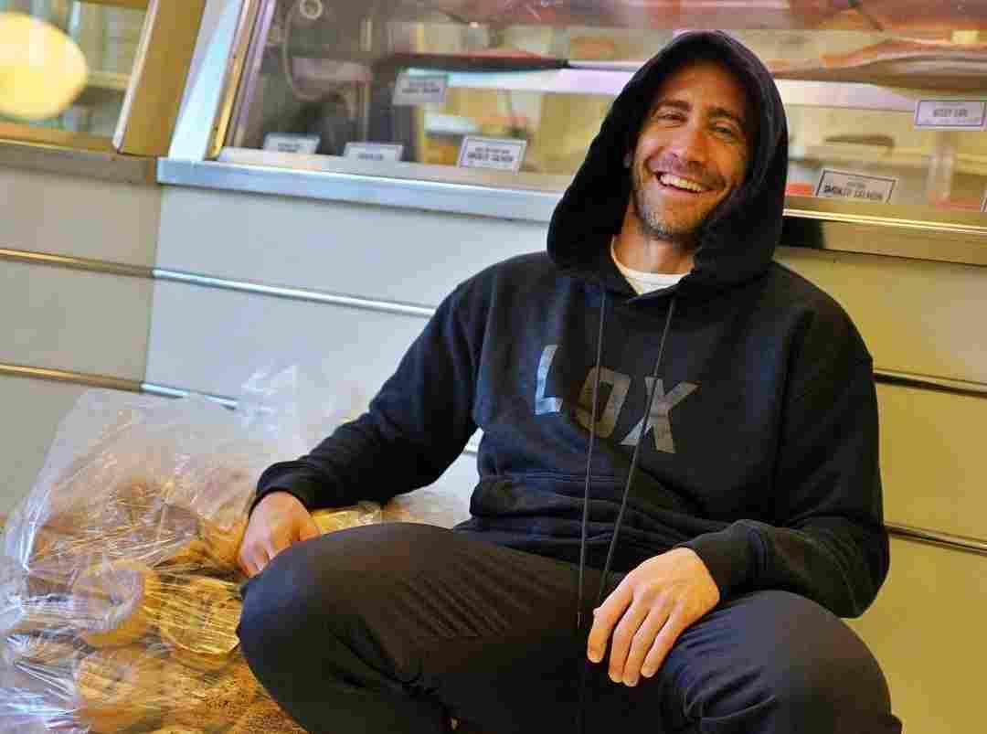 Jake Gyllenhaal is starring in the Netflix Original film The Guilty
